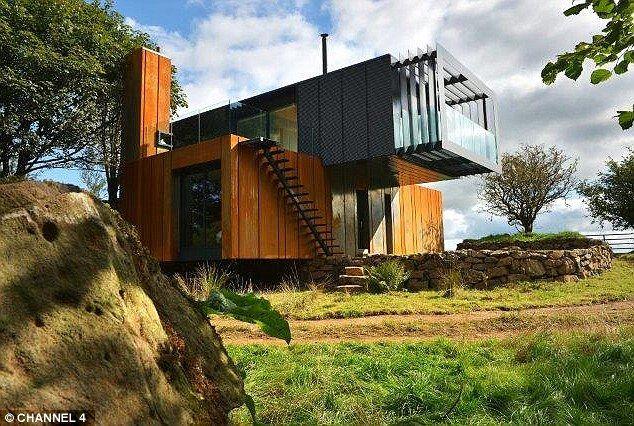 The house Patrick Bradley built The four shipping containers have - logiciel d gratuit maison
