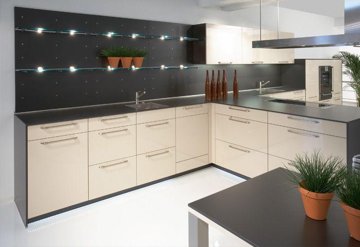 k che in creme eckk che k chen in creme magnolie und vanille. Black Bedroom Furniture Sets. Home Design Ideas