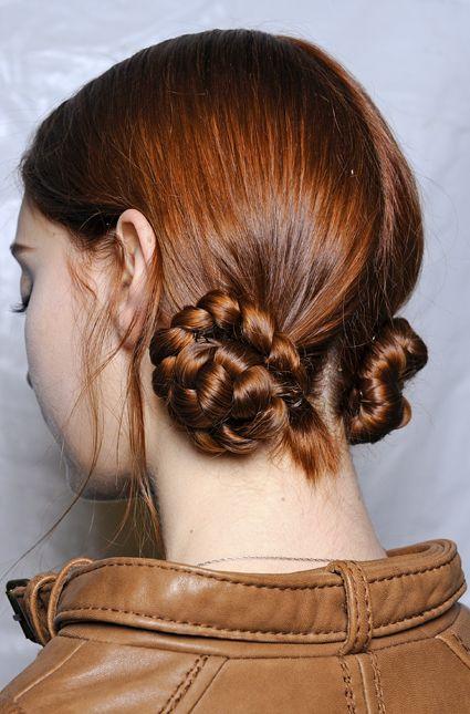 Las trenzas recogidas son la tendencia de este invierno. #Beauty #Hair #Braiding