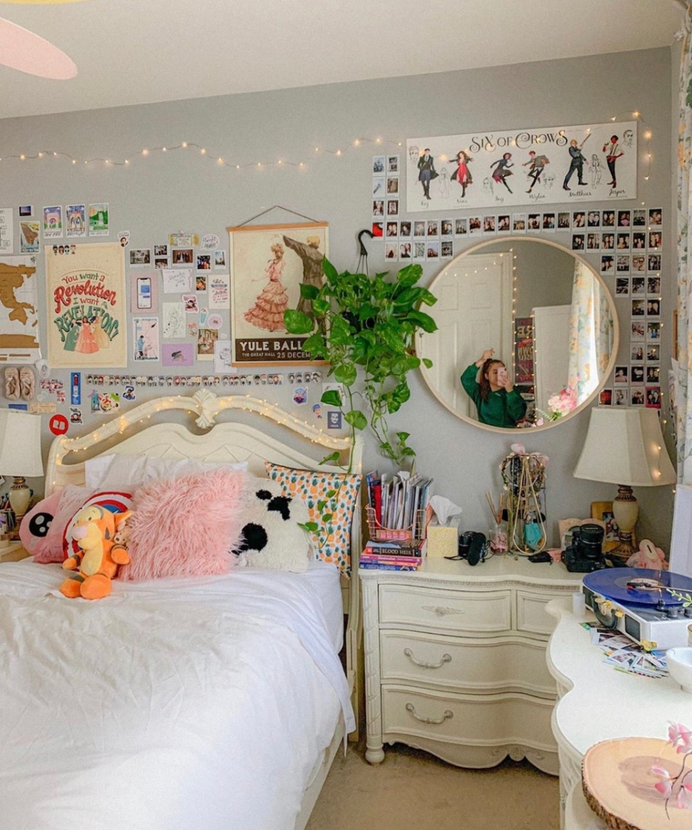 Tiktok Room Aesthetic Google Search Aesthetic Google Room Search Tiktok Indie Room Aesthetic Bedroom Bedroom Decor Art is the imposing of a pattern on experience, and our #aesthetic enjoyment is recognition of the pattern. bedroom decor