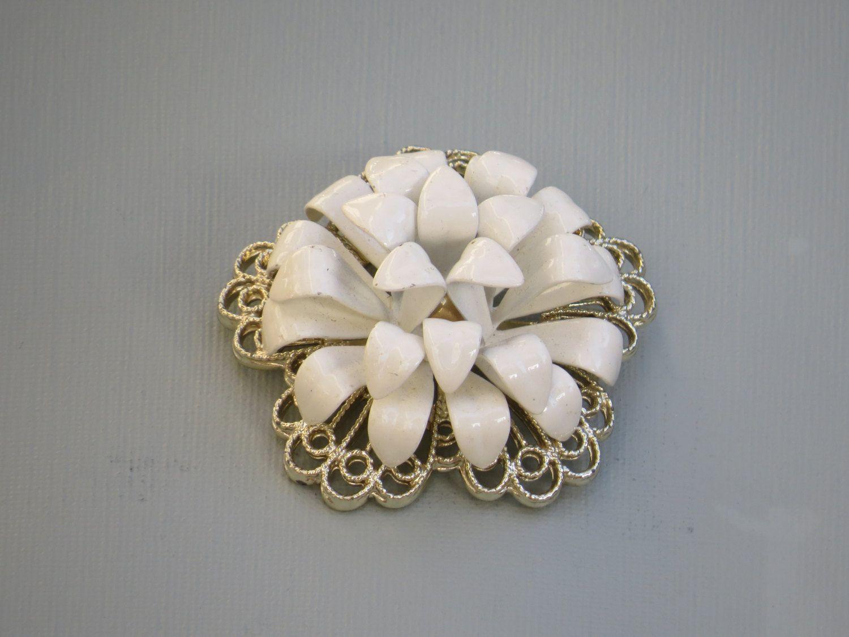 Chrysanthemum Brooch Flower Brooch White Flowers Vintage Brooch