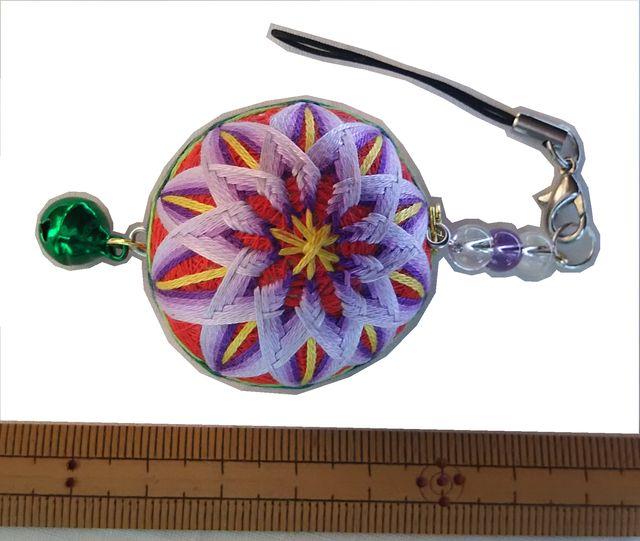 ミニてまりストラップ「菊」赤地、紫花 手まり 手毬 手鞠