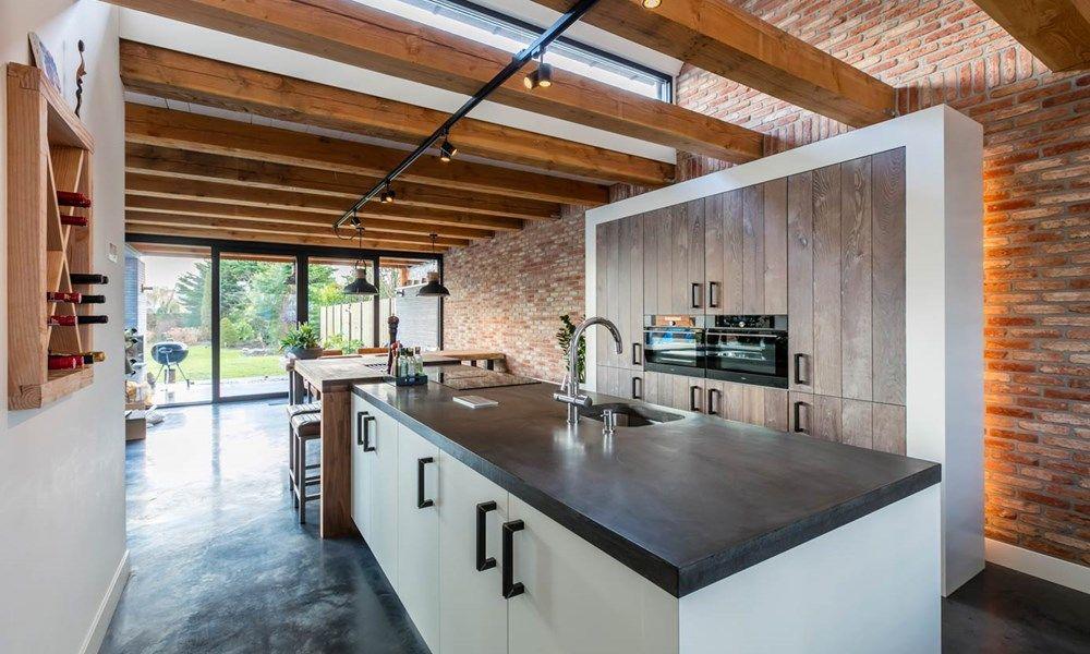 Landelijk moderne keuken met apparatuurwand door familie beentjes
