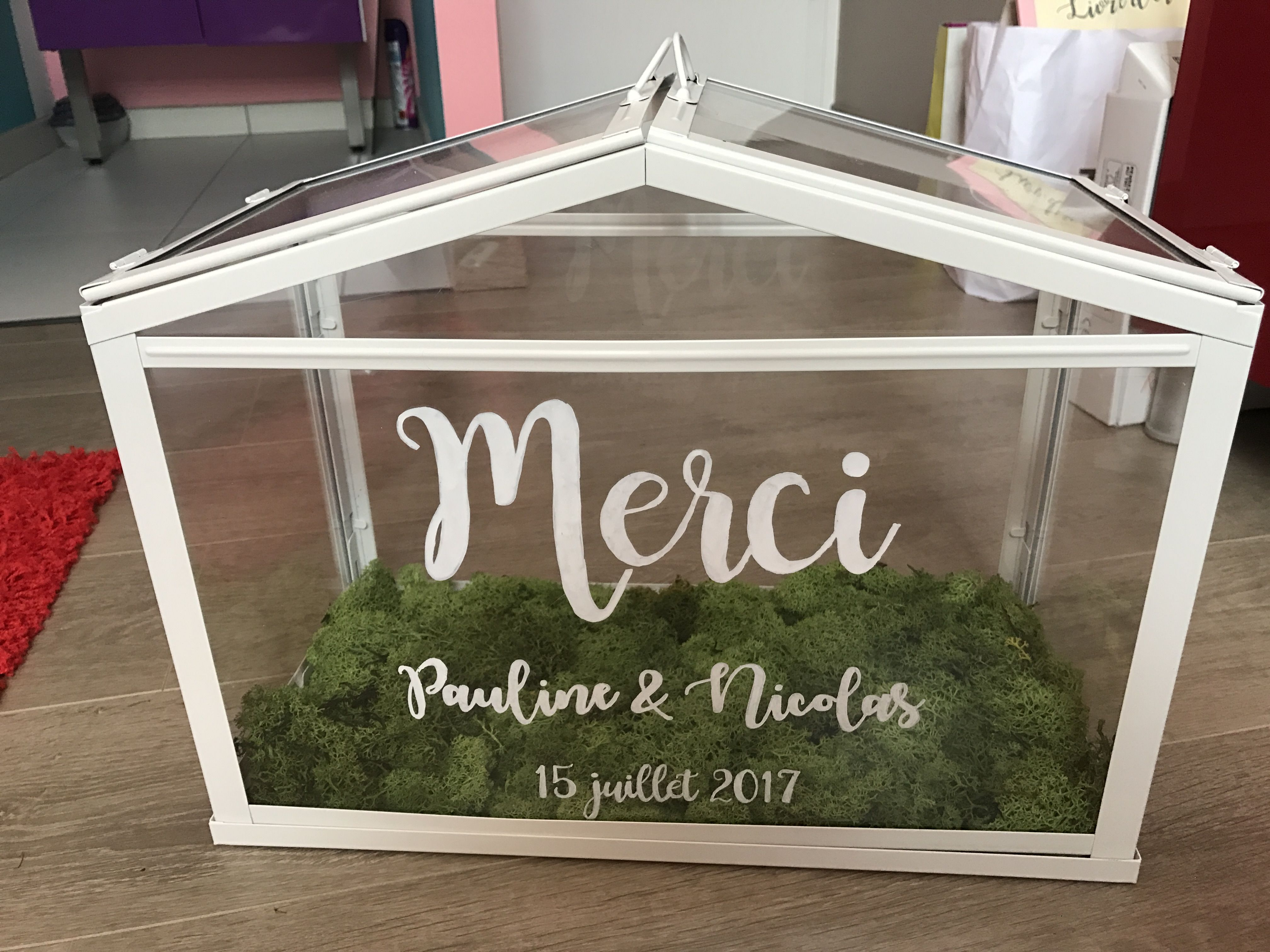 urne mariage faite avec la serre ikea blanche l 39 int rieur il y a de la mousse qui fait. Black Bedroom Furniture Sets. Home Design Ideas