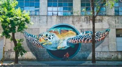 Gigante. Con efecto de tres dimensiones, una tortuga marina gigante, como parte de la movida. (GCBA)
