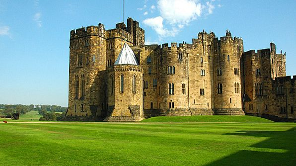 Place Alnwick Castle Location Northumberland Uk In Potter This Castle Was Harry Potter Film Locations Harry Potter Filming Locations Harry Potter Locations