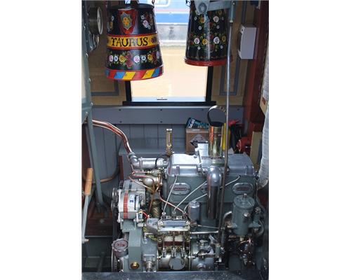 1957 vintage Gardner 3LW engine makes a wonderful noise