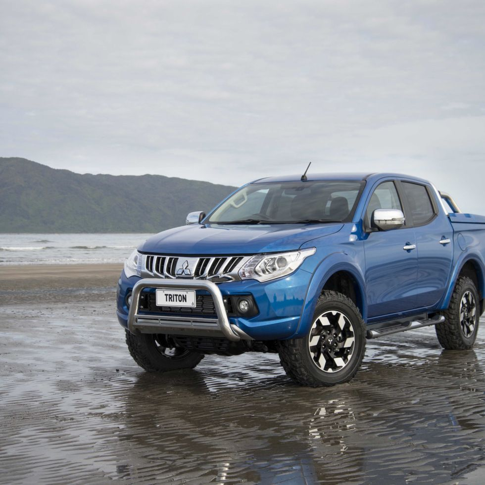Mitsubishi Car Wallpaper: 2016 Mitsubishi L200 Review Specs