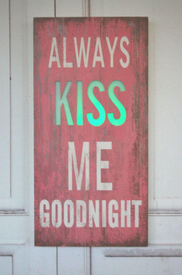 Tablica szyld kiss led shabby chic retro roż biała kiss mevalentine ideaswall decorfrancescas