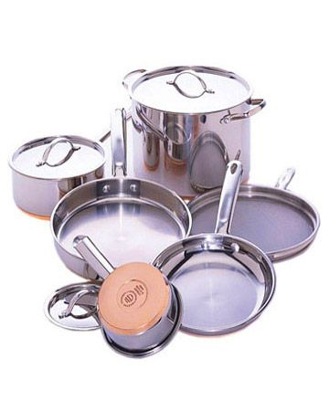 Stainless steel is prone to stains from heat and hard water. To remove them, apply white vinegar with a soft cloth and rub. Always dry thoroughly after washing to prevent a film from forming. Never soak stainless steel cookware; this will result in pitted surfaces.