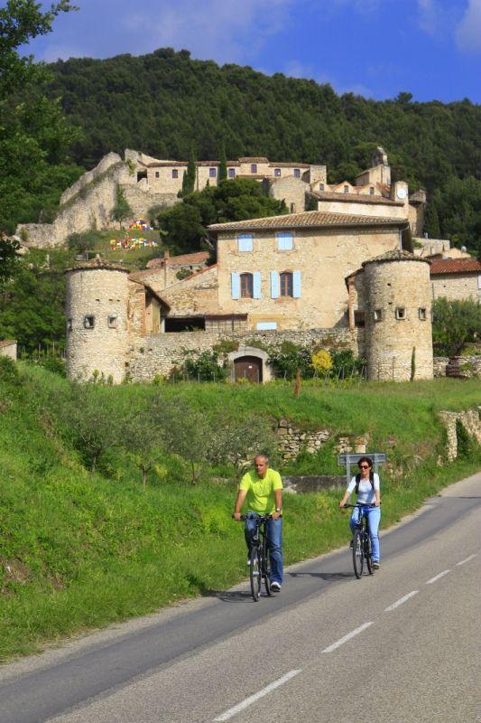 #Cycling in Gigondas  ©Alain Hocquel-ADTVaucluse #Vaucluse #Provence #vélo