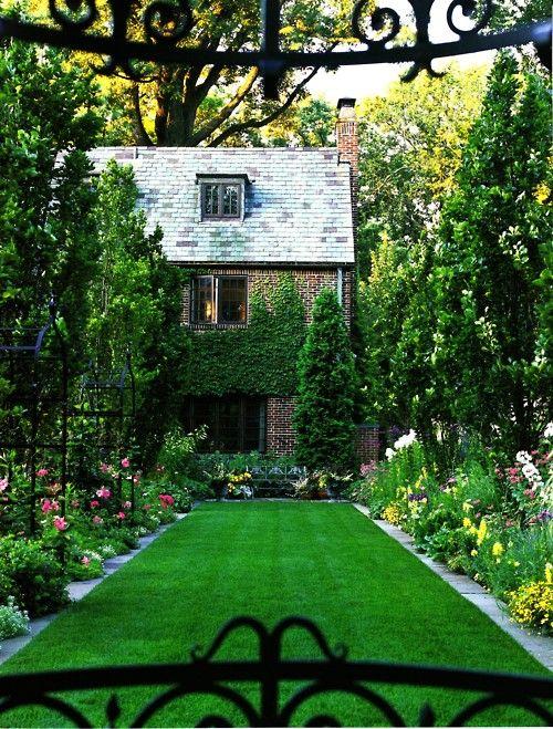 manicured lawn, gorgeous cottage = perfection | Garden/Yard ...
