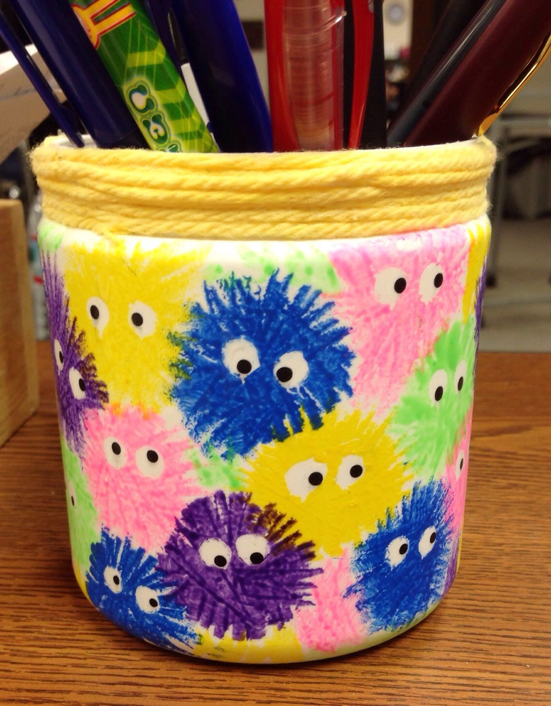 Pencil Holder Made With An Empty Frosting Container Crafts Projects To Try Projects