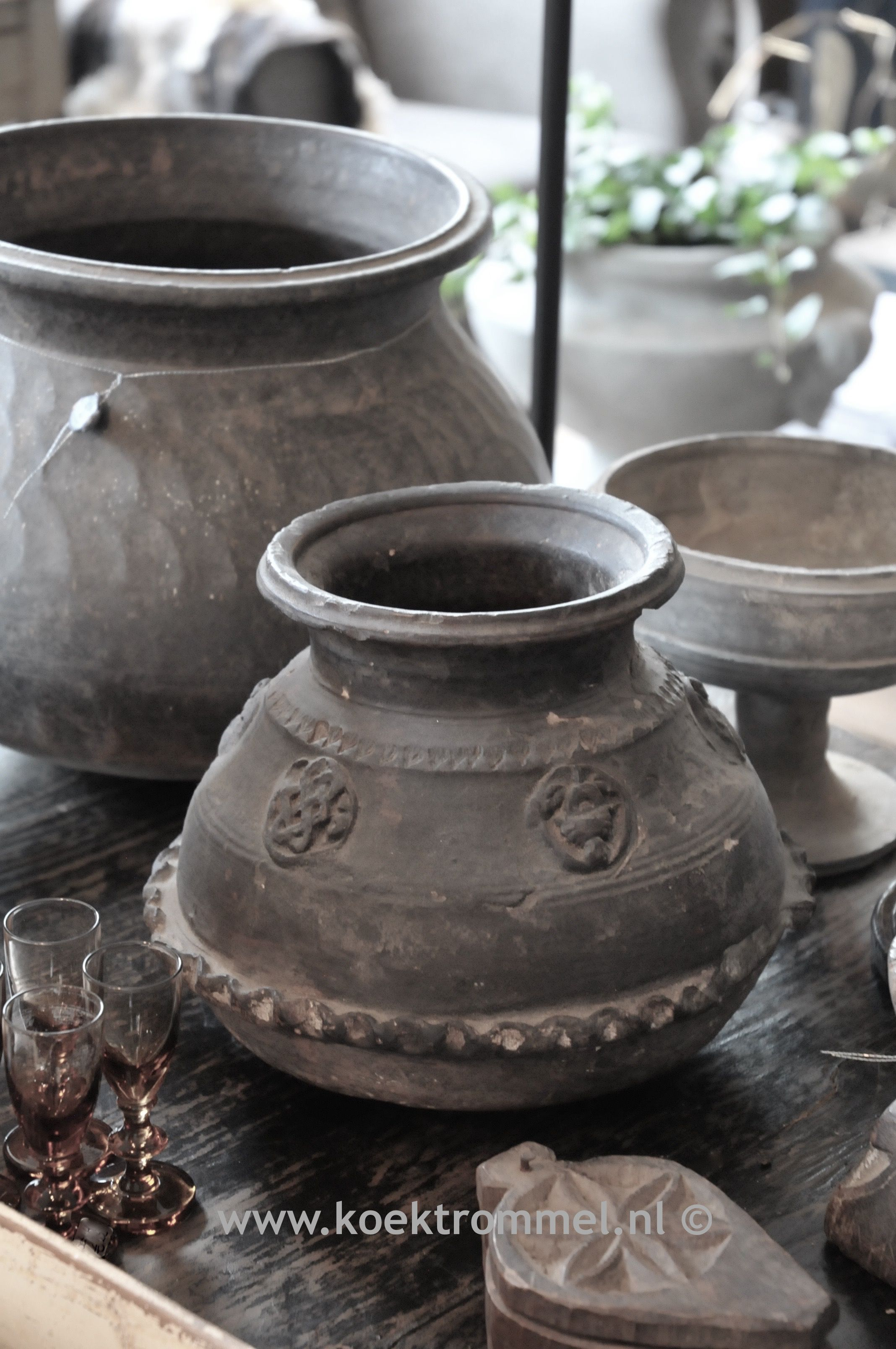 Oude kruiken uit Nepal