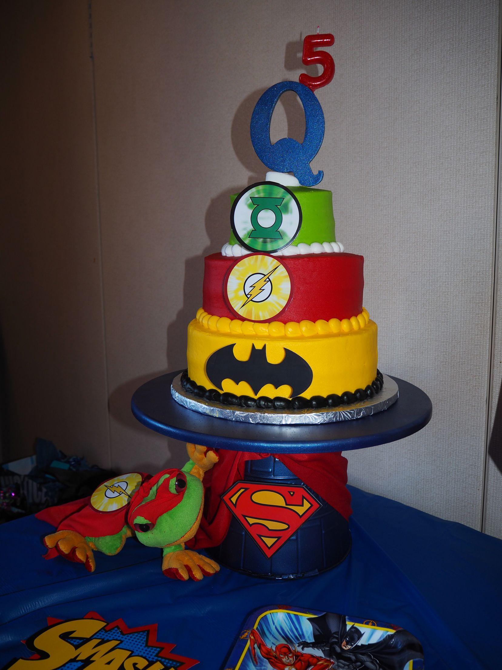 Justice league birthday cake. Superman cake stand! | Birthday ...