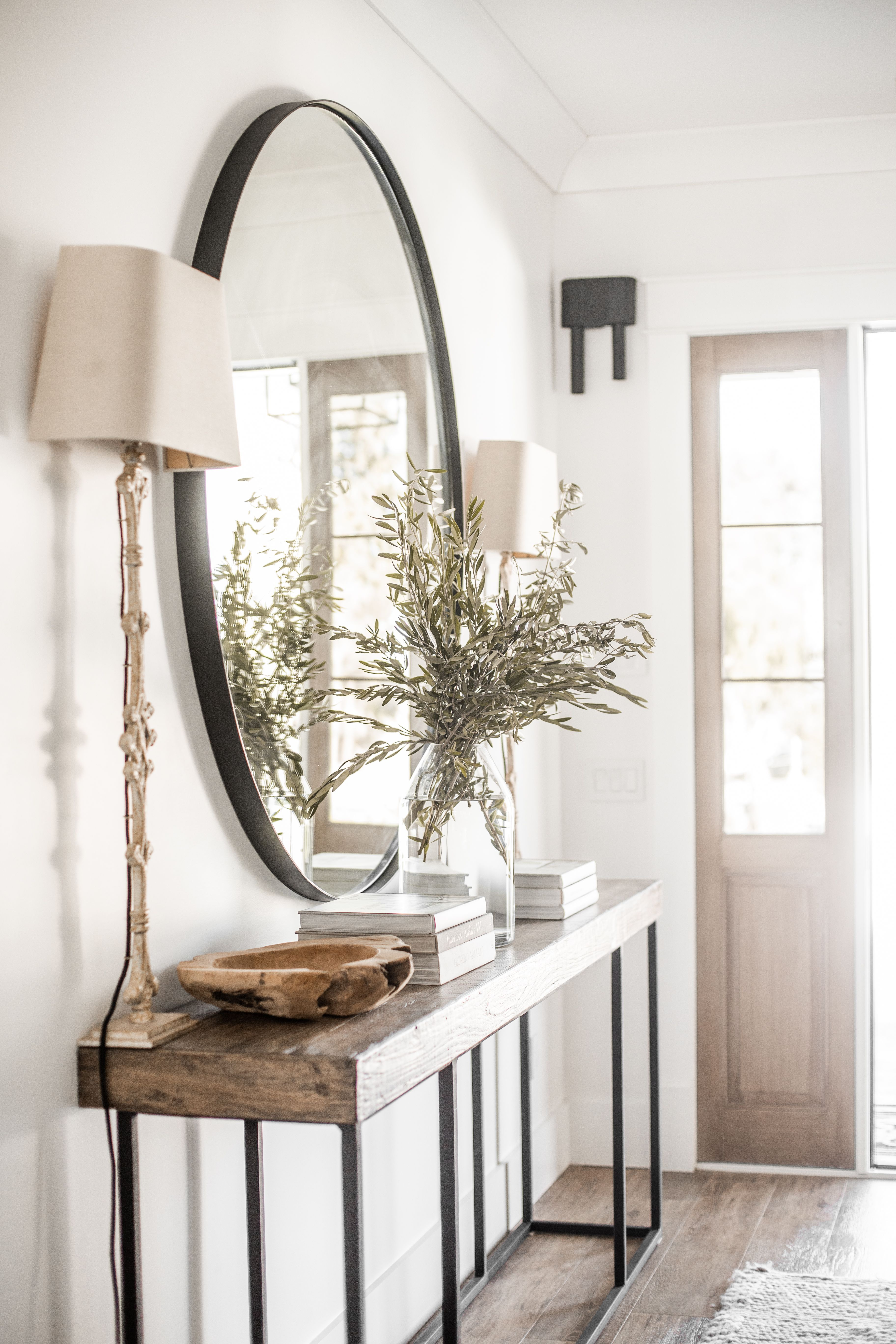 Our Entry Way Already Has This Modern Farmhouse Feel To It And We Wanted To Keep Things Very Simple And Clea Entryway Decor Small Entrance Decor House Interior