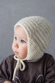 A striped hat for your loved ones! The garter stitch earflaps are shaped  with… 5b5cdb50efe