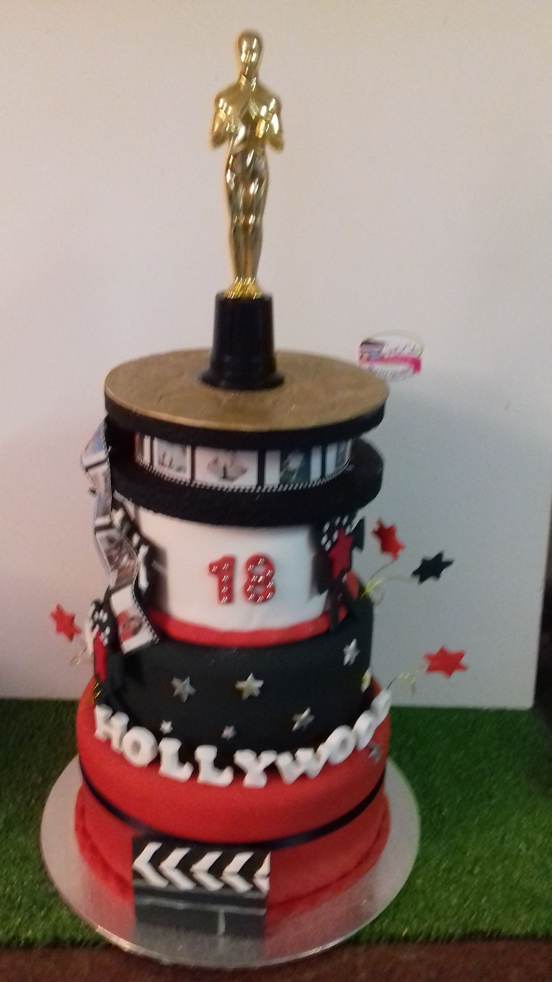 3 Tiered Hollywood Themed Birthday Cakes Cups And Cakes