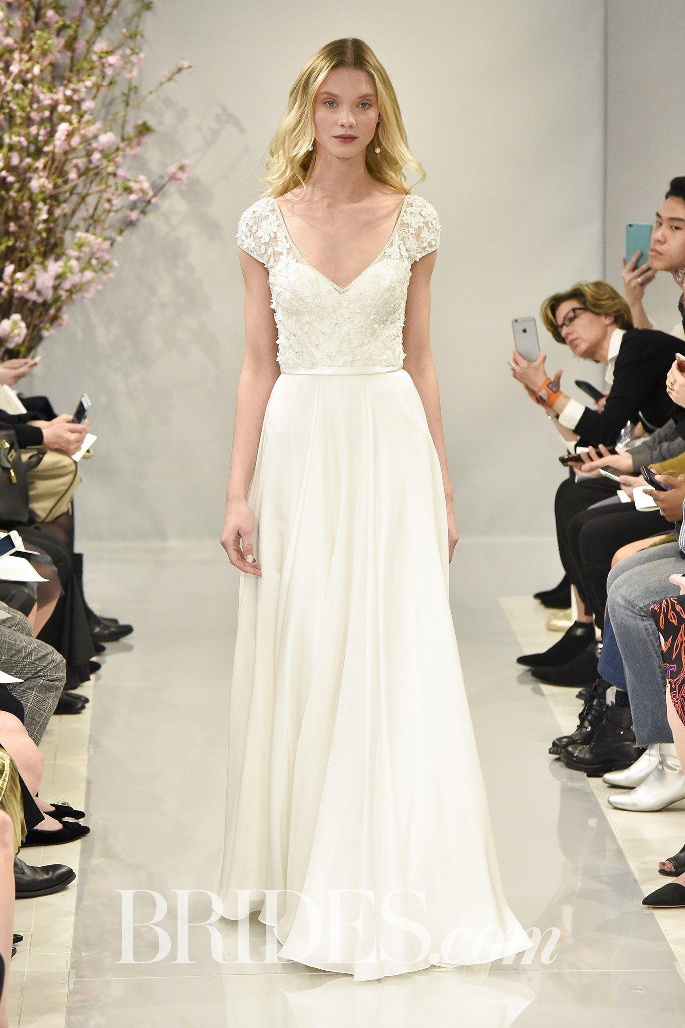 Khloe kardashian wedding dress  In a pearl white shade Theiaus