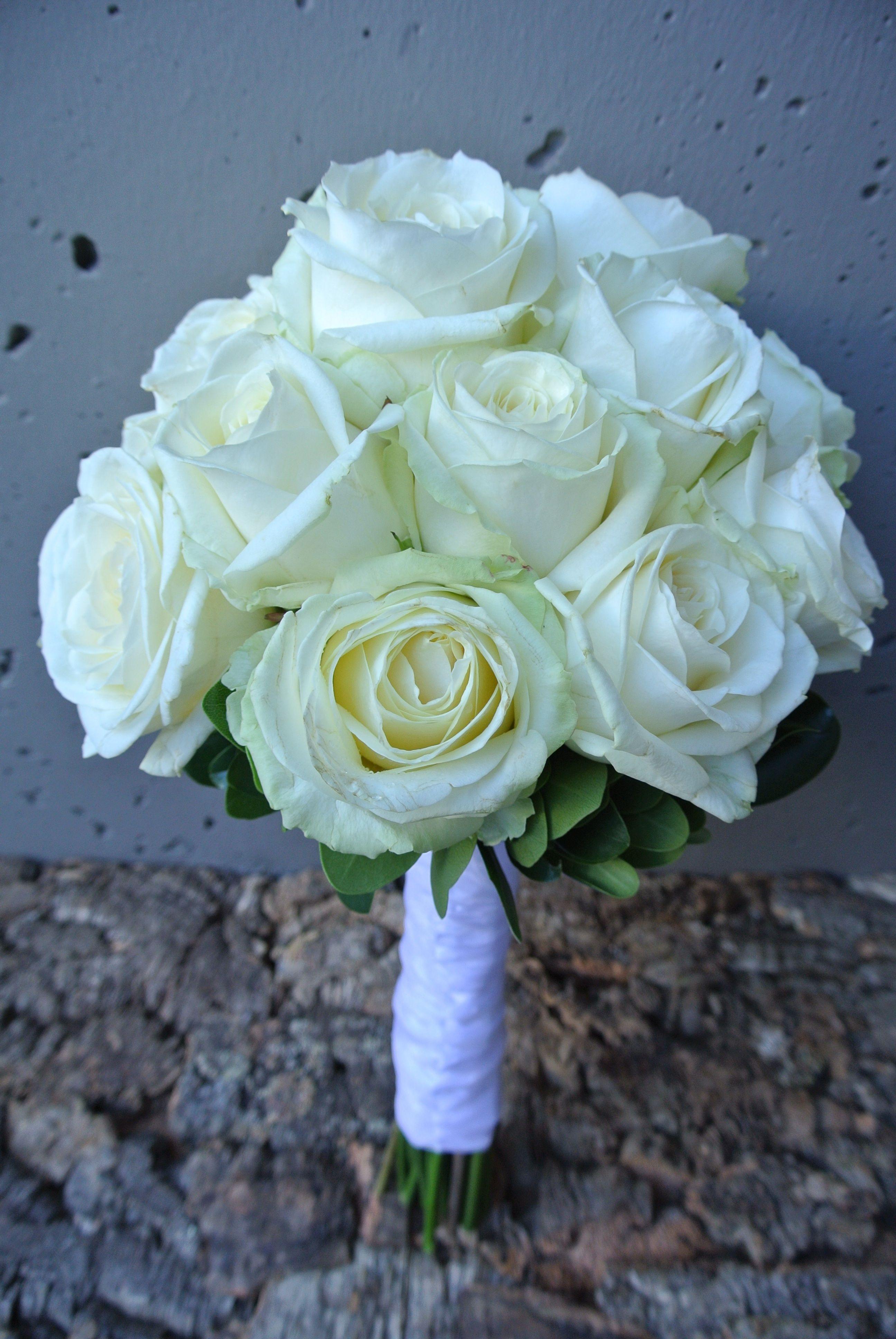 Classic white roses bouquet flower bouquet wedding