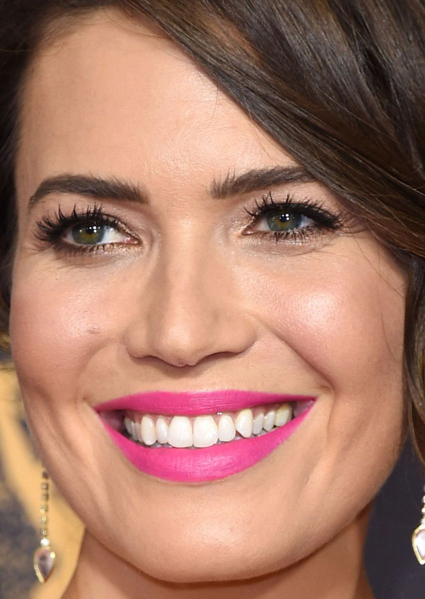 27 of the best beauty looks at the emmys mandy moore celebrity 27 of the best beauty looks at the emmys baditri Image collections