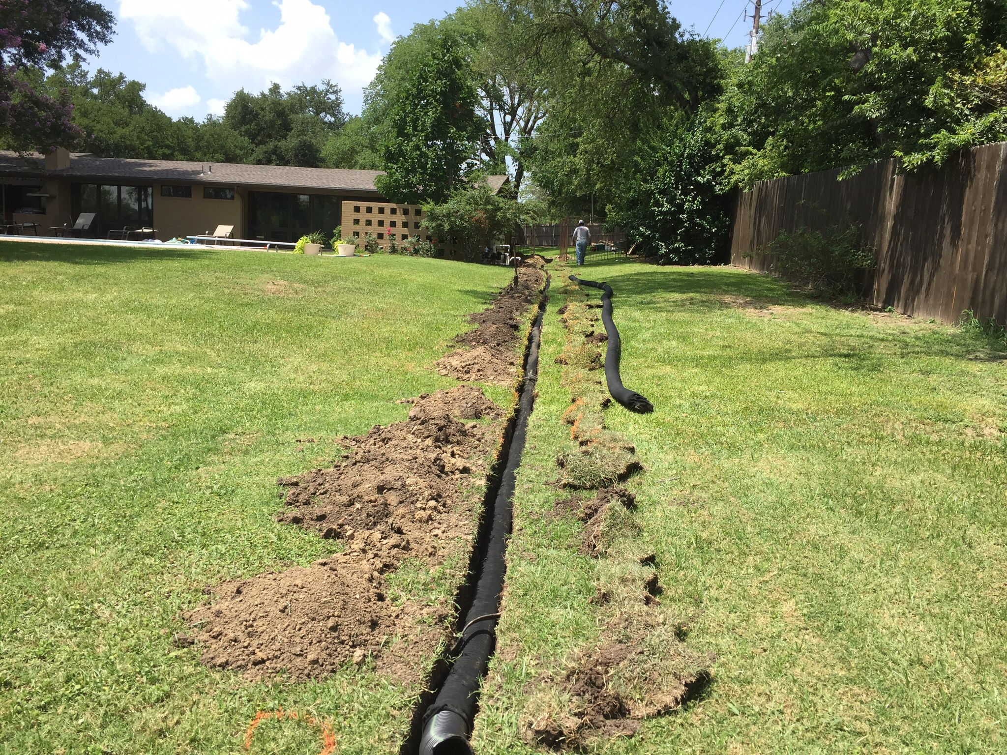 Installing a drainage system