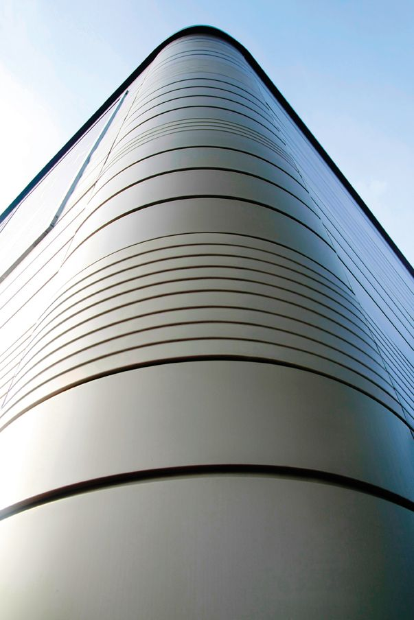smooth, curved single and multi panel façade systemhunter