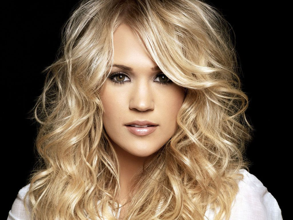 carrie underwood -always love her hair and makeup -Beautiful!