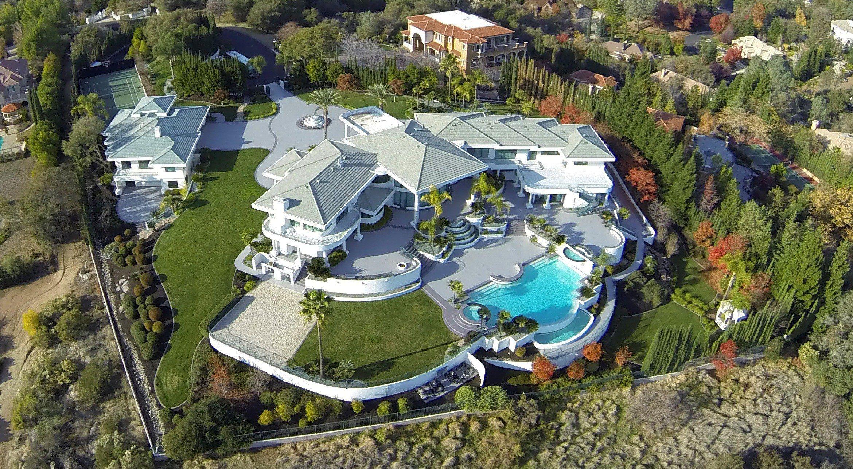 Celebrity Homes: An Inside Look   HGTV