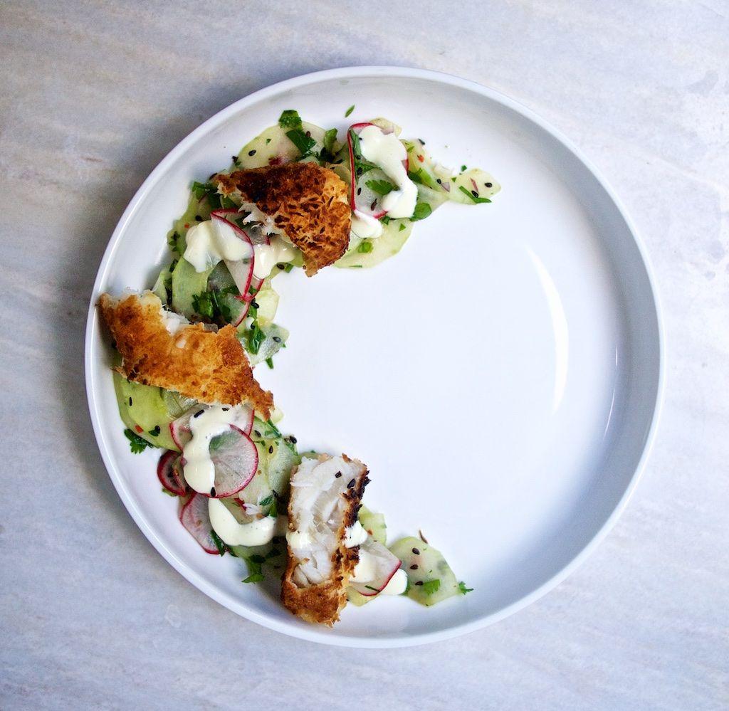 Asiatische Fischstäbchen mit Gurkensalat und Wasabi-Remoulade / http://piasdeli.de/Rezept/asiatische-fischstaebchen-mit-gurkensalat-und-wasabi-remoulade/