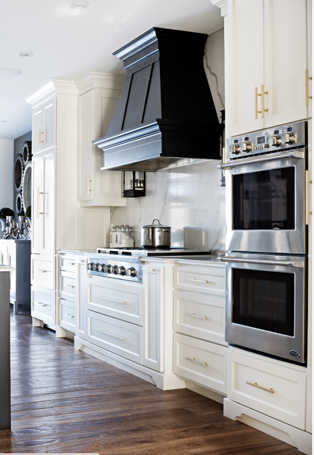 Hood style, in same finish as cabinetry (not black) Like the changed ...