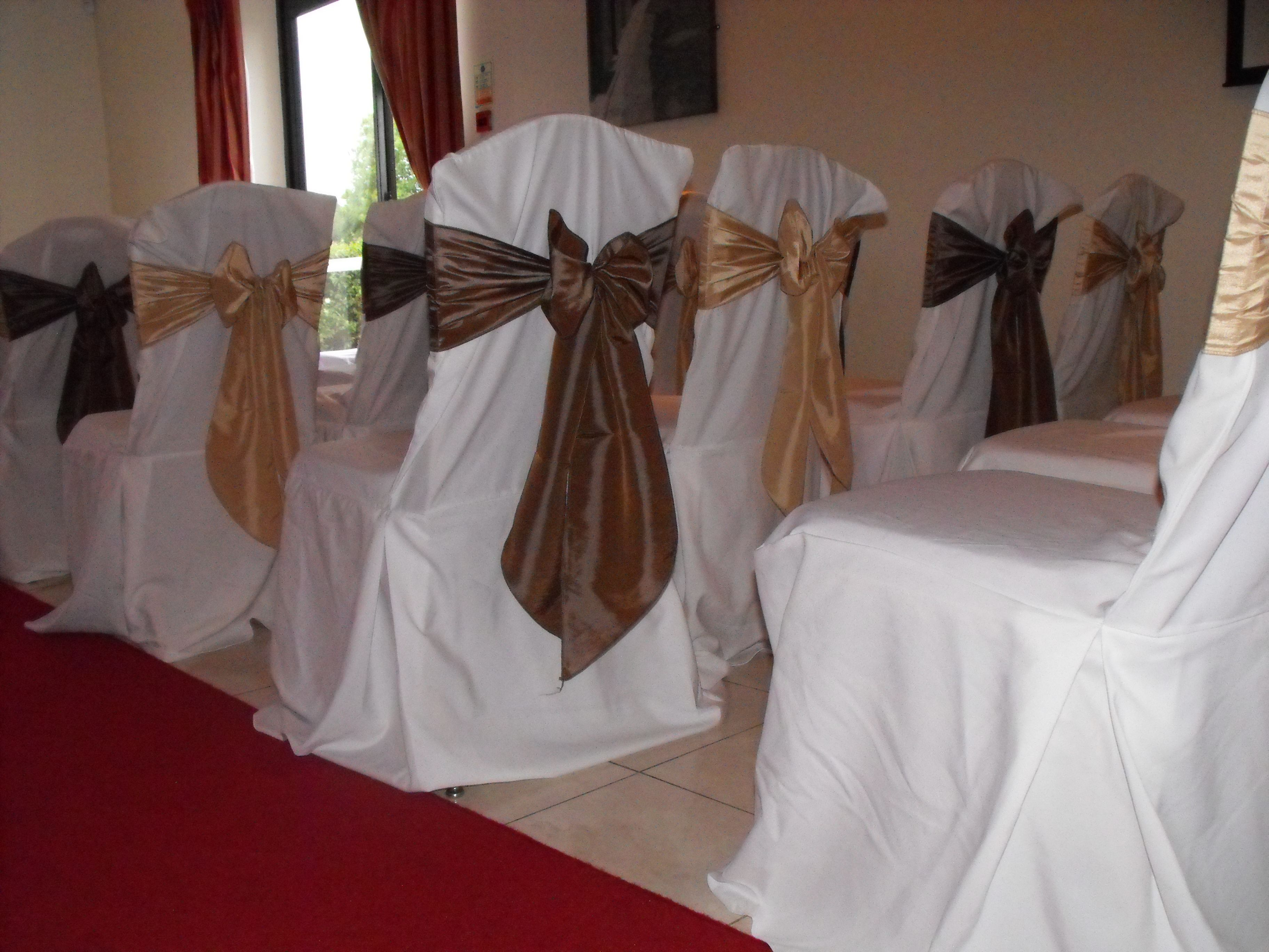 Alternating Champagne and Mocha Satin Bows on White Chair Covers