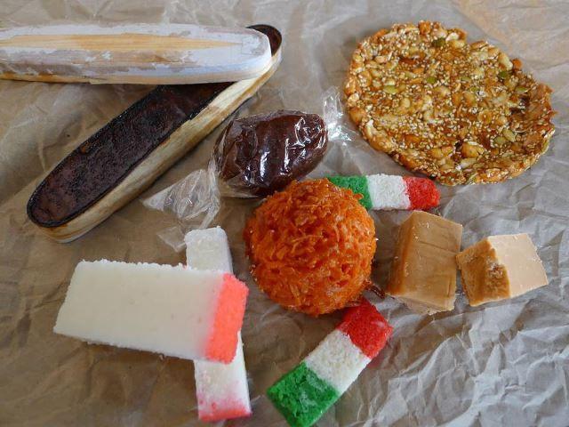 Es domingo y se te antoja comerte unos auténticos dulces mexicanos. Ven, trae a la familia al Piñata District del centro de Los Ángeles, ubicado entre las calles Olympic y Central. ¡Date el gusto!