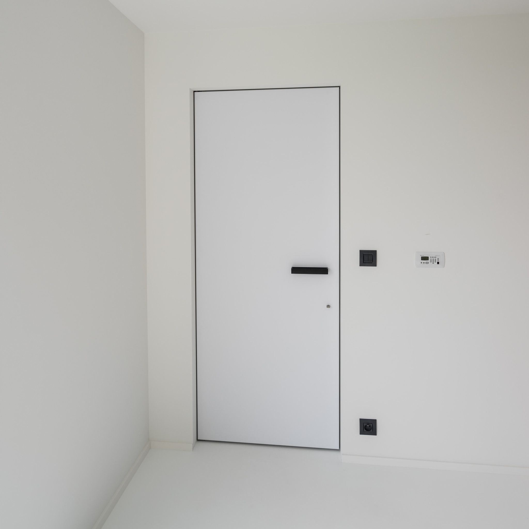 Modern Interior Door With An Invisible Builtin Door Frame Modern - Bloc porte invisible