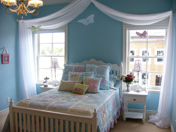 curtains above bed