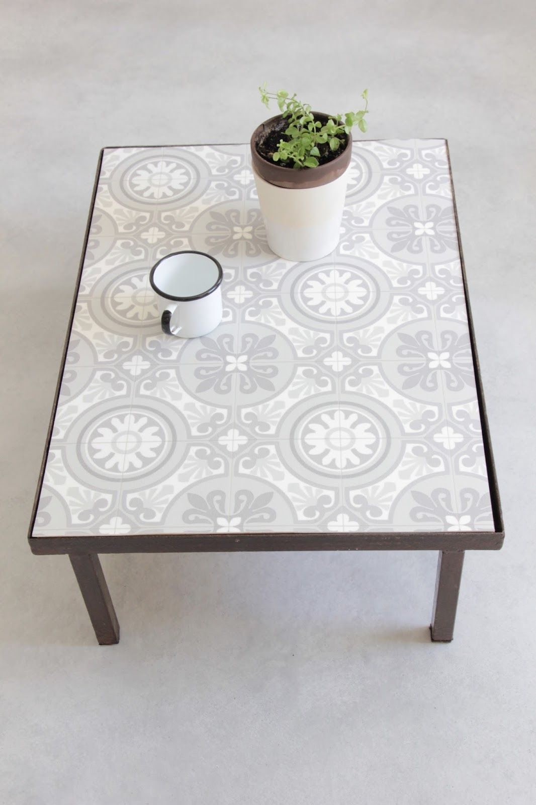 Ma table basse fa on carreaux de ciment diy carrelage de ciment ciment et vinyles - Carreau ciment adhesif ...
