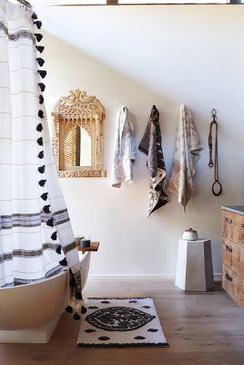 Love The Turkish Towels In Gray And White Totally Completes This Boho Eclectic Bathroom Get Them From Anthropologie