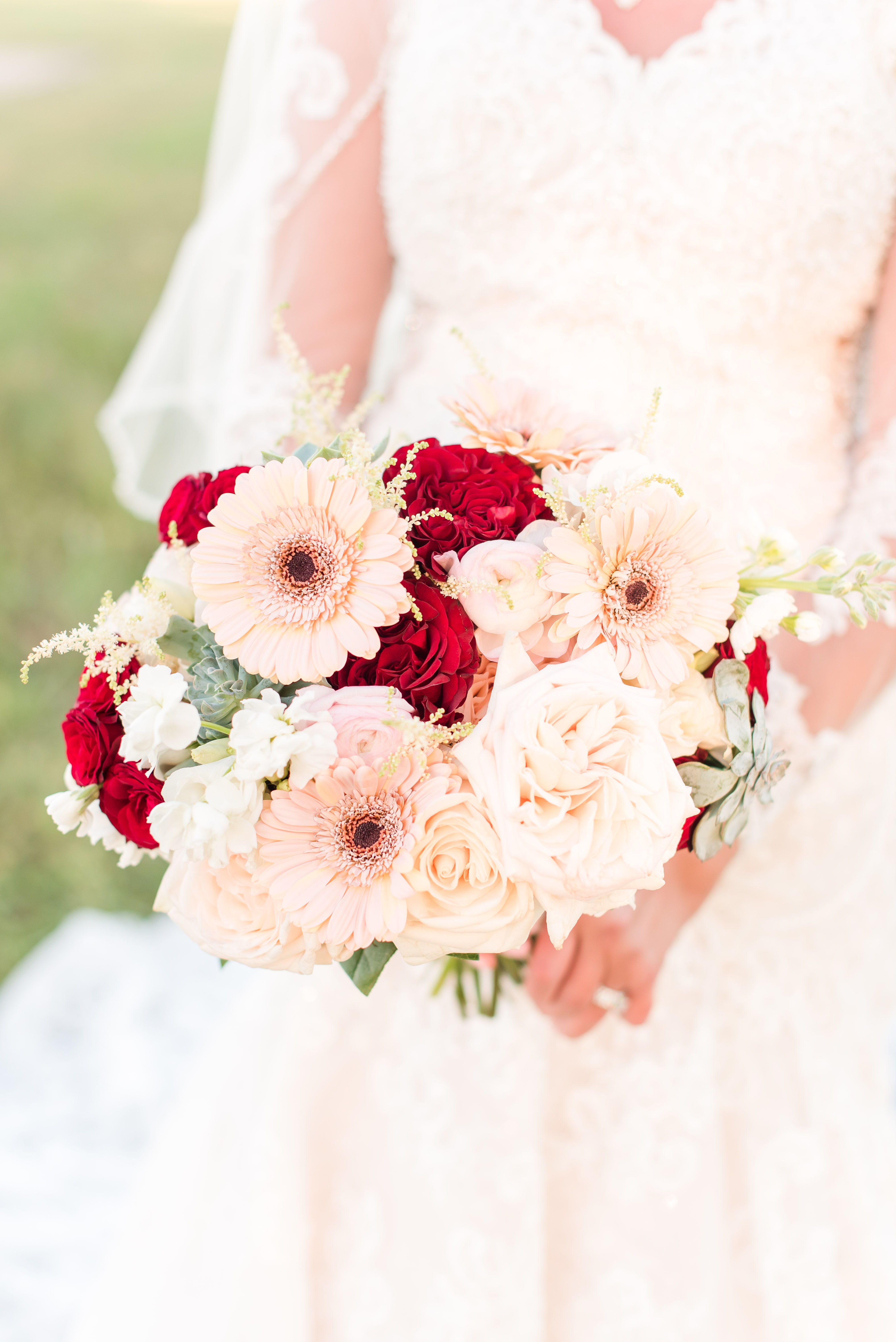 Burgundy and rose gold wedding in 2020 fall wedding