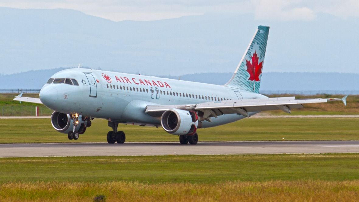 Air Canada jet was 30 metres from colliding with 2 planes