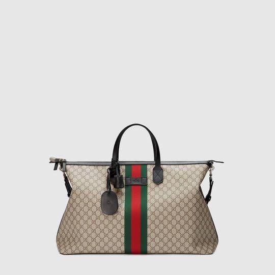 3e0acdbcfe Gucci Borsa da viaggio in tessuto GG Supreme   Style   Bags, Gucci ...