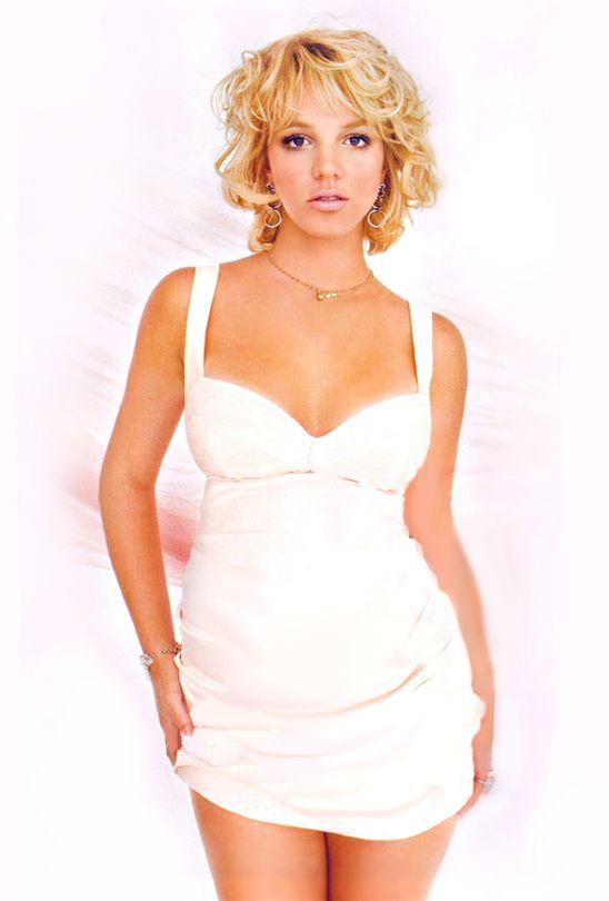 Pregnant britney spears white dress