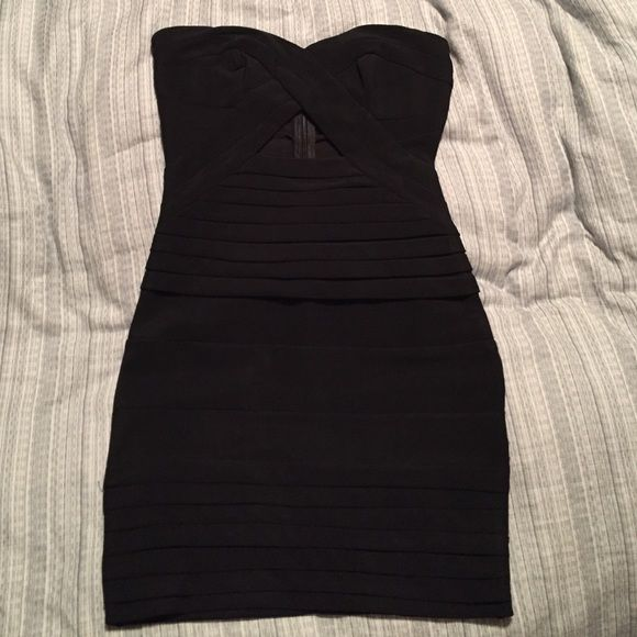Tobi strapless body con dress! Strapless with triangle cut out just below chest. There is also sticky lining along the inside of the top to help keep the dress up. Never worn, perfect condition. 25.5 inches in length. No size on tag, fits a size 0-2. Tobi Dresses Strapless