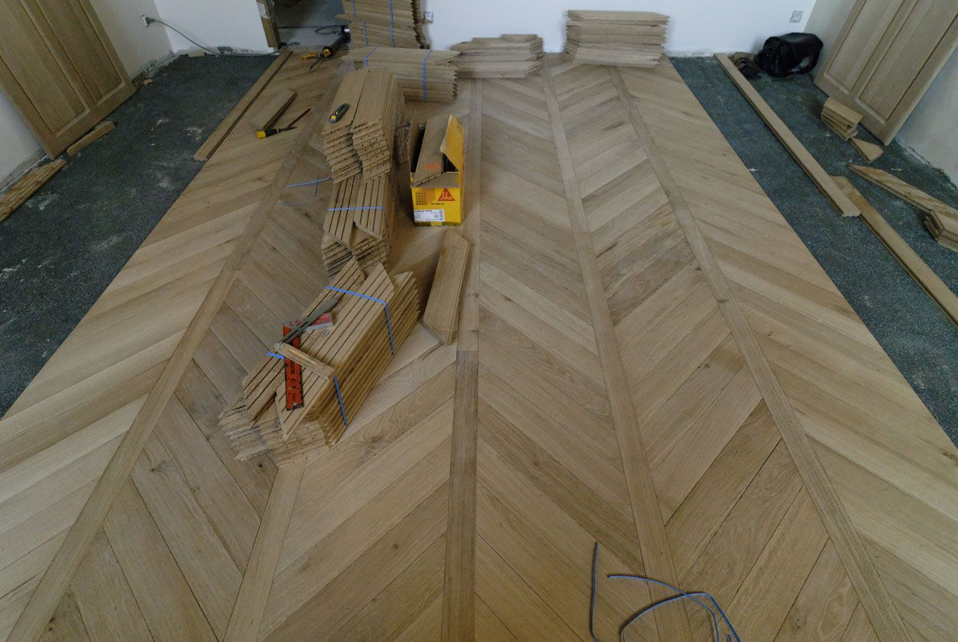 parquet chevron floor under construction inspire. Black Bedroom Furniture Sets. Home Design Ideas