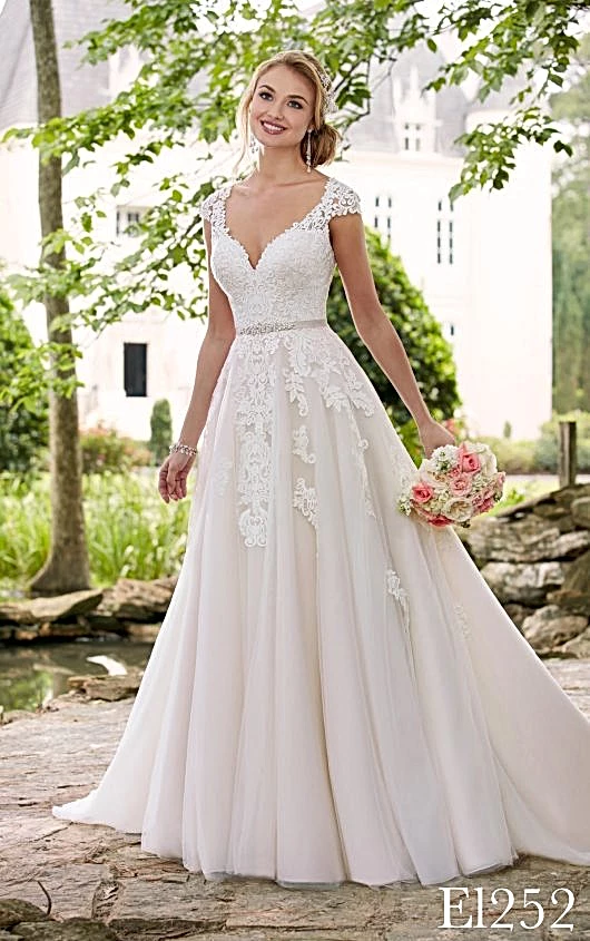 Casual Wedding Dresses In 2020 Elegant Wedding Dress Romantic Wedding Dress Lace Wedding Dresses Romantic