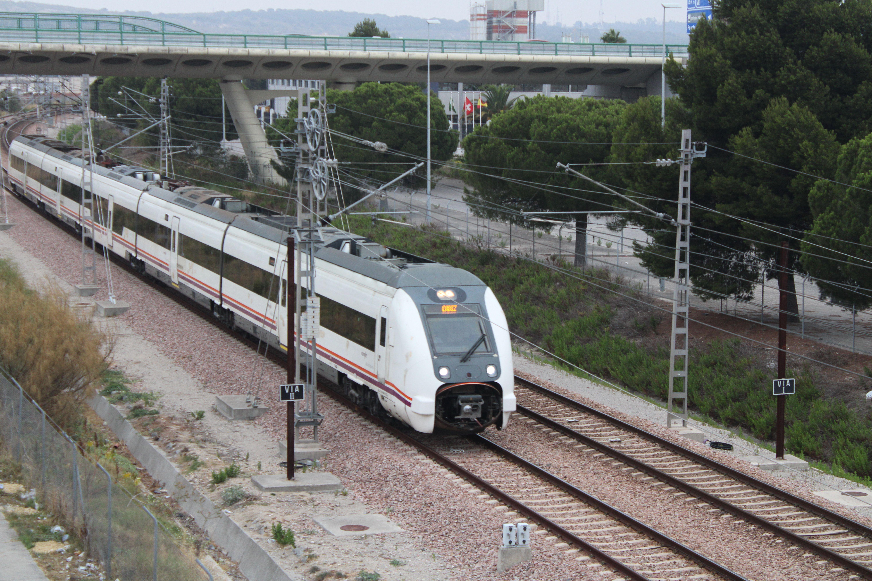 media distancia circulando por e polígono de las Salinas en dirección a la estación de El Puerto de Santa Maria