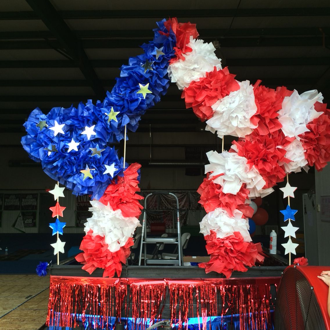 Forth of july float made from chicken wire and tissue