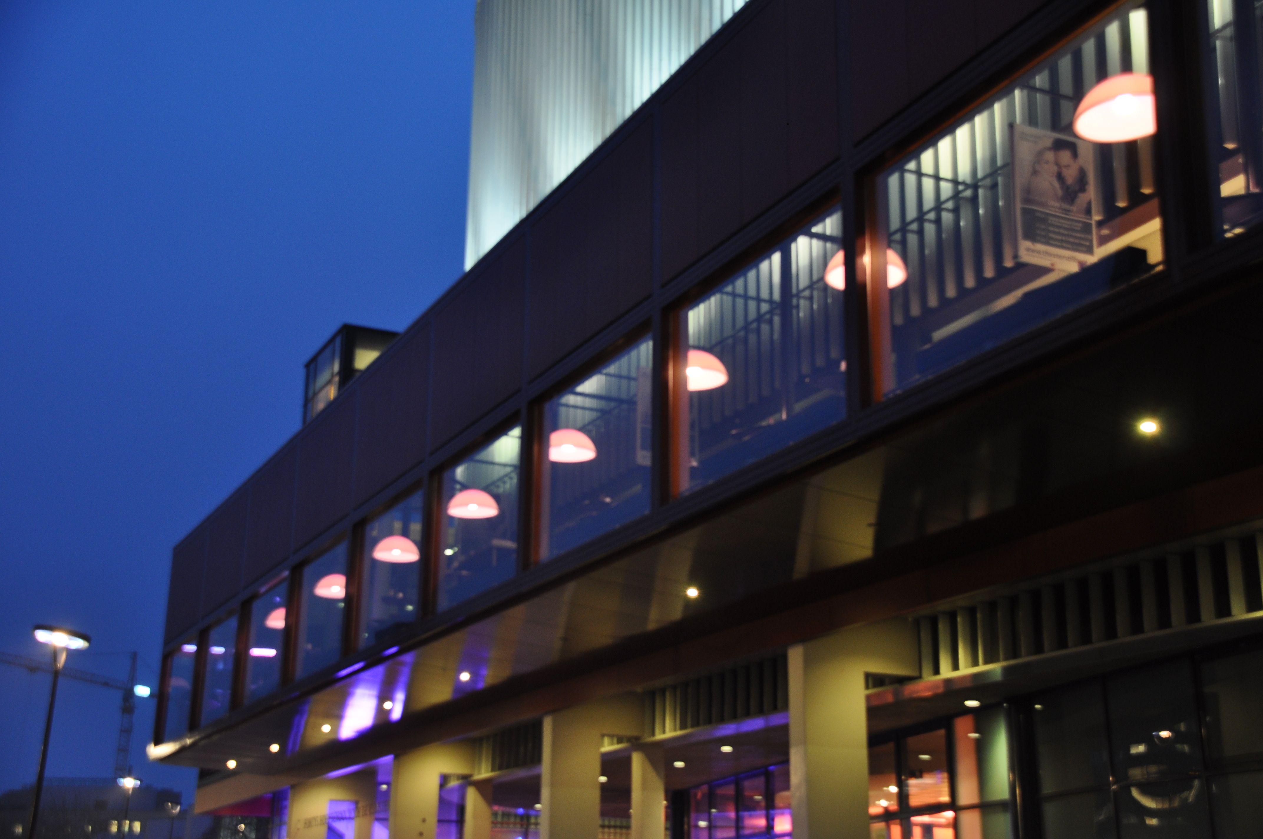 prachtige kayradome armaturen in theater tilburg sfeerlicht theaterlight verlichting