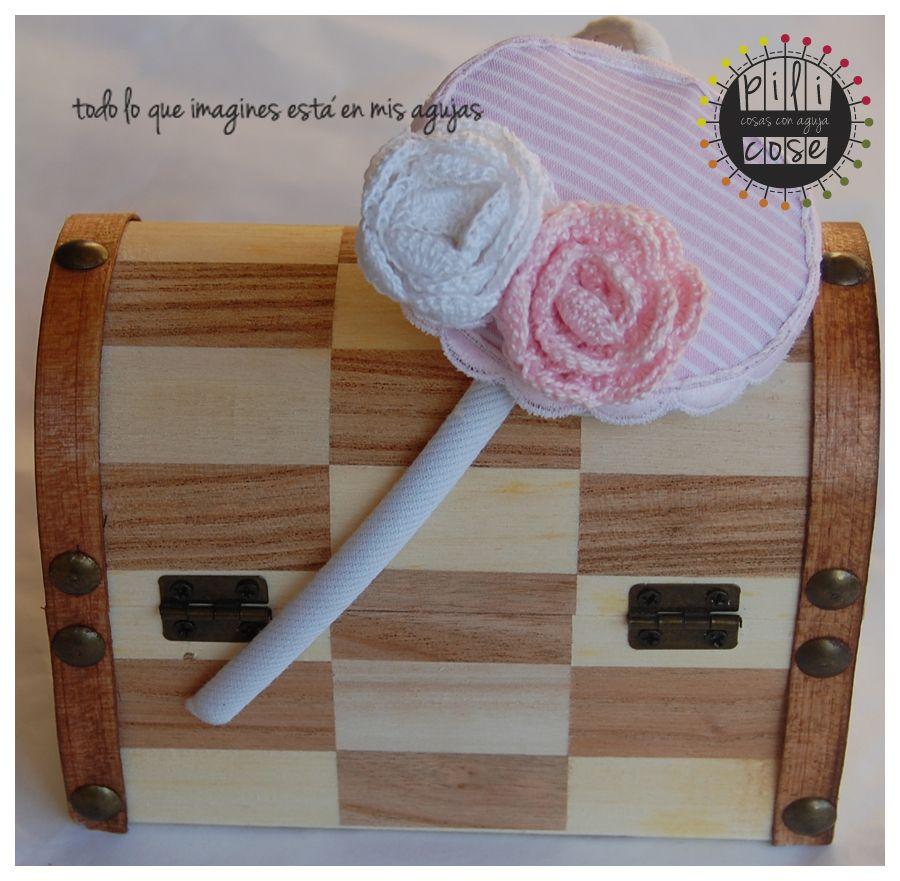 Tocado niña a juego con vestido. Rosas crochet. pilicose.blogspot.com.es