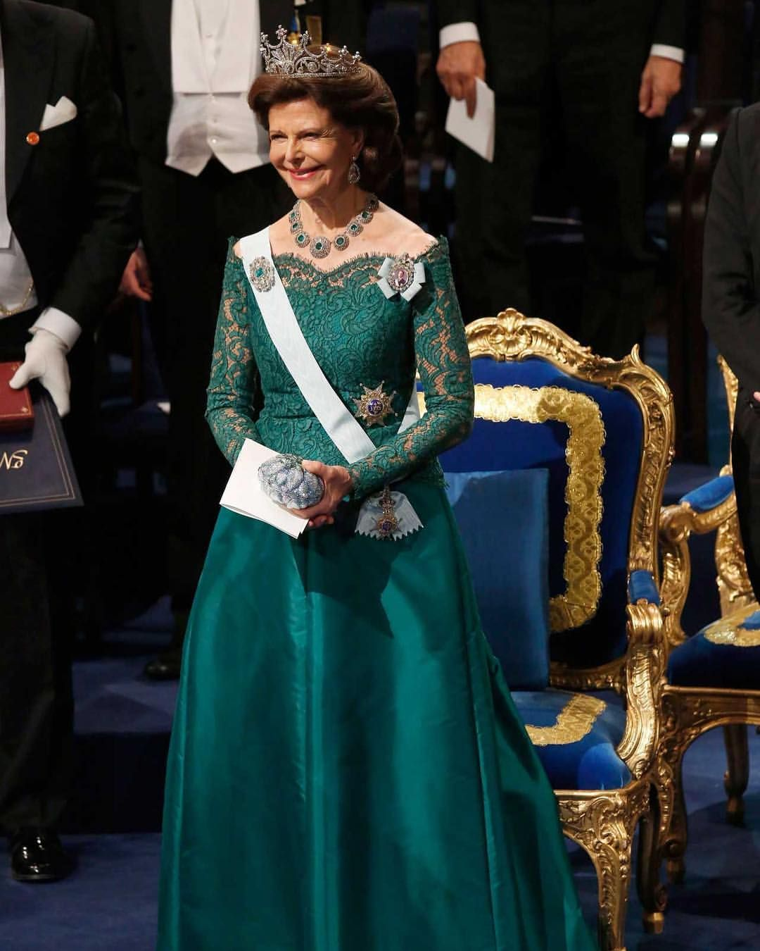 Queen Silvia Chose A Long Emerald Green Gown With Lace Applications By The German Designers Georg Et Arend She Has Previou Royal Gowns Gala Gowns Green Dress [ 1350 x 1080 Pixel ]