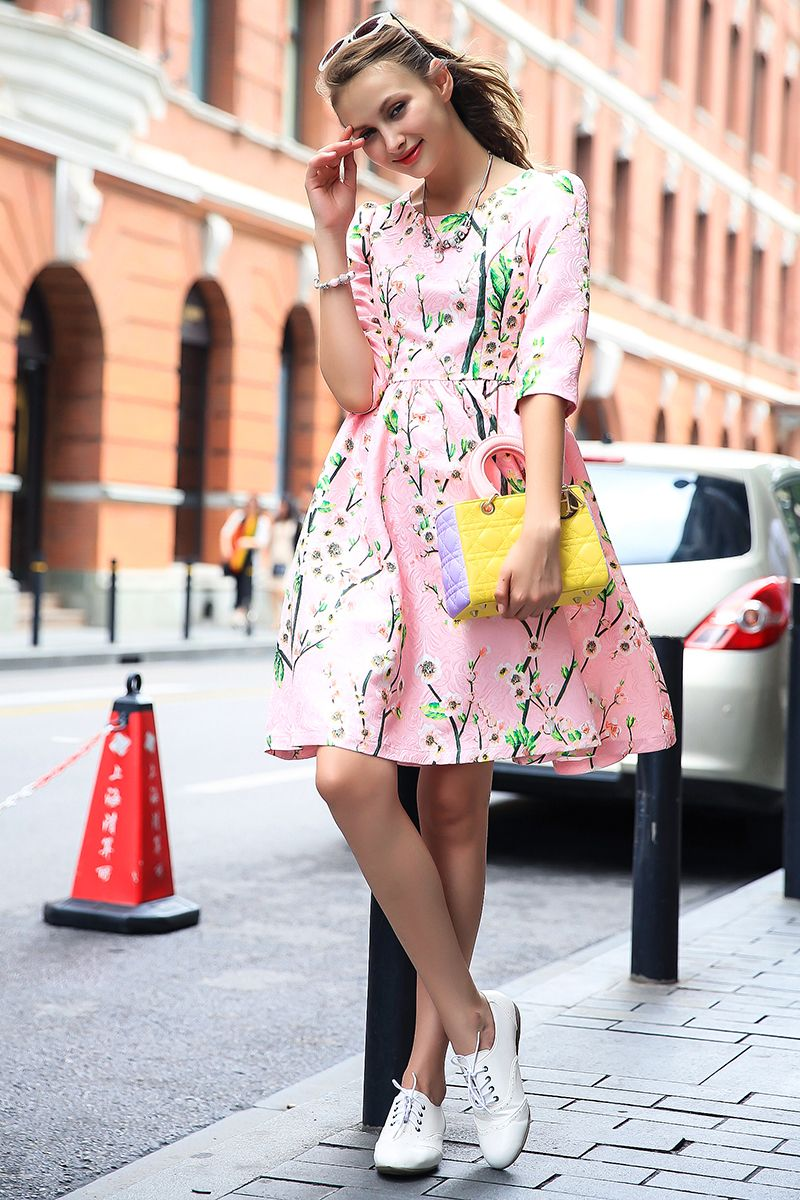 After my husband derailment, I spend 300000 keep gigolo How do princess  todayThe new women's autumn and winter long-sleeved dress star with floral  prints